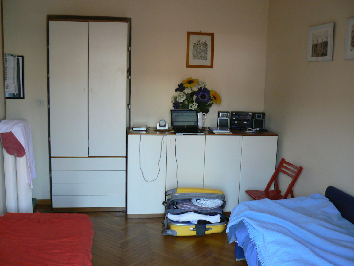expats in italy renting an apartment in italy house home condo typical furnished apartment in italy